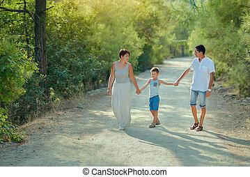 chłopiec, park, rodzina