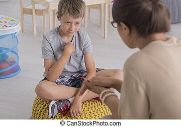 chłopiec, pouf, smutny, młody, posiedzenie