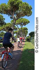 chłopiec, rower, ścieżka roweru, pedałowanie, wzdłuż