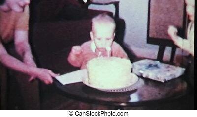 chłopiec, sapie, poza, urodziny, candle-1965