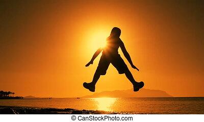 chłopiec, skokowy, sylwetka, wschód słońca