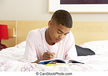 chłopiec, teenage, sypialnia, pamiętnik, pisanie