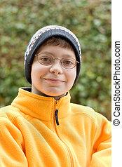 chłopiec, w, kapelusz narty, i, runo, pulower