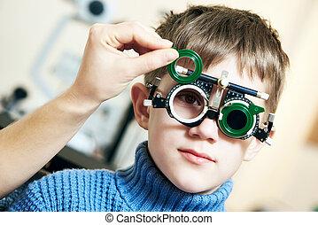 chłopiec, wzrok, bada, doktor, phoropter, dziecko, optometra