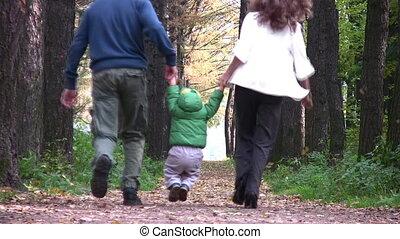 chłopiec, za, park, rodzice