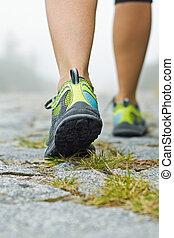 chůze, cvičit