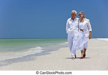 chůze, tančení, dvojice, obrazný, starší, pláž, šťastný