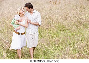 chůze, usmívaní, rodina, venku