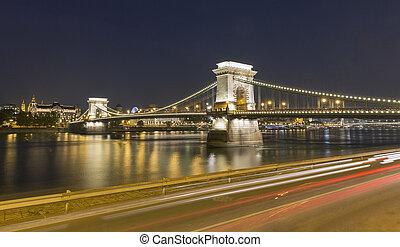Chain Bridge at night in Budapest, Hungary.