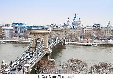Chain Bridge (Szechenyi lanchid) in Budapest, Hungary