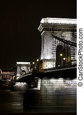 Chain bridge in Budapest by night