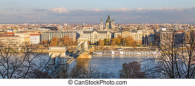 Chain Bridge in Budapest during sunrise.