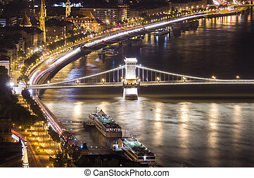 Chain Bridge in Budapest, night scene