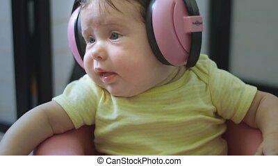 chaise, porter, écouteurs, mouvement, séance, bébé, lent