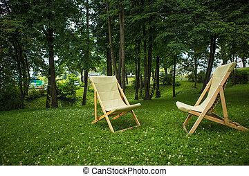 chaises, parc, coucher soleil couples