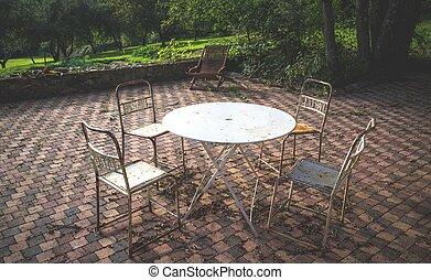 chaises, vieux, terrasse, façonné