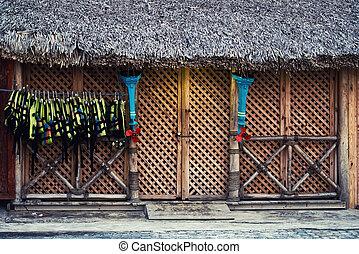 chalecos salvavidas, cuelgue, en, el, entrada, a, el, store., el, fachada, de, el, estructura de madera