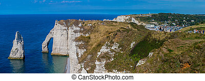 Chalk cliffs Cote d'Albatre. Etretat, Normandie, France -...
