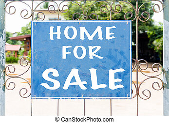 chalkboard, znak, przed, dom dla sprzedaży
