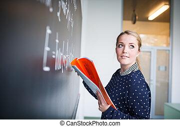chalkboard/blackboard, junger, schreibende, student, während, hübsch, klasse, mathe