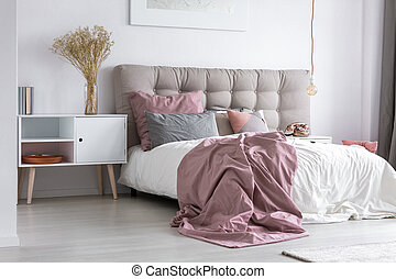 images photographiques de bedcover 437 photographies et images libres de droits de bedcover. Black Bedroom Furniture Sets. Home Design Ideas