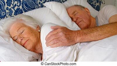 chambre à coucher, lit, caucasien, personne agee, maison,...