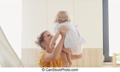 chambre à coucher, petit, mère, fille, gai, intérieur,...