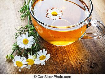 chamomile 茶, 上に, 木製のテーブル
