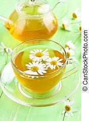 chamomile 茶, 上に, 緑のテーブル