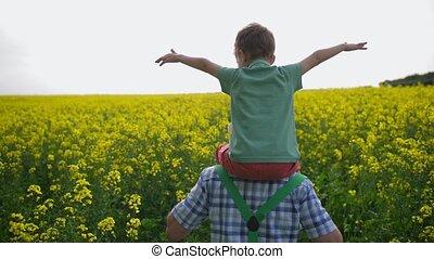 champ, épaules, porter, petit-fils, paysan