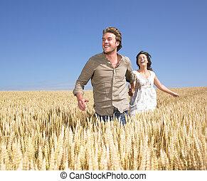 champ, couple, blé, jeune, heureux