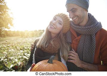 champ, couple, potirons, aimer