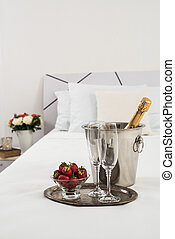 champaña, en cama