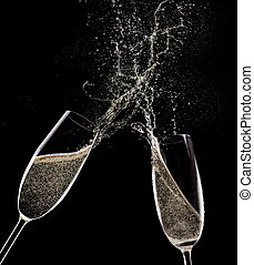 champaña, fondo negro, flautas