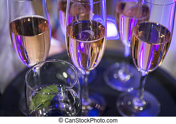 Champagne glasses / Catering - Tray with champagne glasses /...