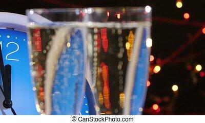 champagne, guirlande, mur, sommet, lunettes, horloge, veille, contre, bokeh, came, année, noir, mouvements, nouveau, gauche