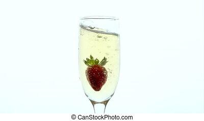 champagne, -, verre, laissé tomber, closeup, fraise