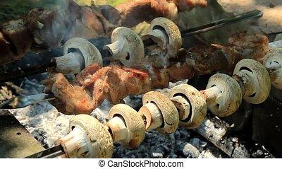 champignons, barbecue, viande