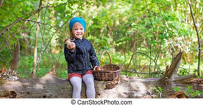 champignons, peu, rassemblement, forêt automne, girl, adorable