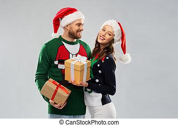 chandails, heureux, dons, noël, couple