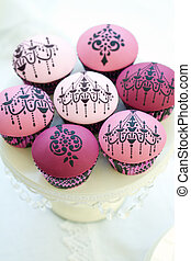 Chandelier cupcakes - Cupcakes decorated with a chandelier...