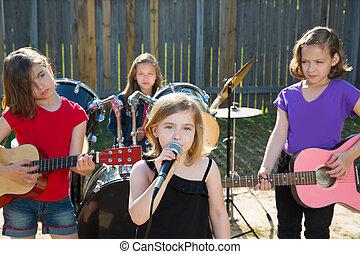 chanteur, enfants, bande, vivant, arrière-cour, girl, chant, jouer