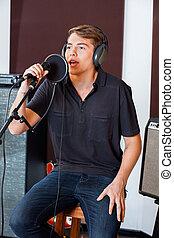 chanteur, exécuter, studio, jeune, mâle