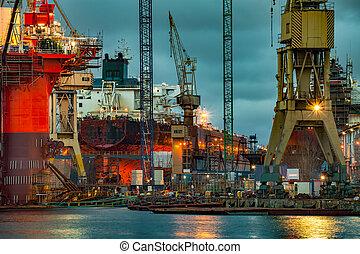 chantier naval, crépuscule