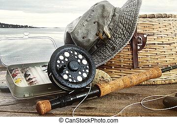 chapéu, e, pesca mosca, engrenagem, ligado, tabela, perto, a, água