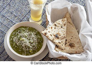 chapati, formaggio, india., roti, spinacio, servito, indiano, popolare, primo piatto, o, ricetta, sano, paneer, cibo, curry, cottage, palak