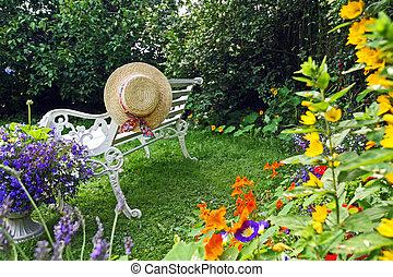 chapeau été, jardin, peacuful