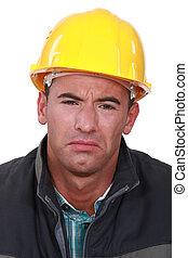 chapeau dur, homme, triste