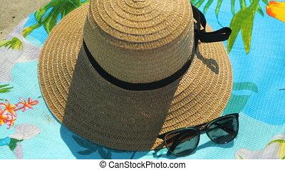 chapeau, serviette, paille, soleil, sable, lunettes, plage