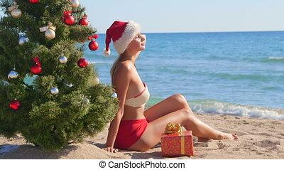 chapeau, vacances, recours, santa, temps, girl, apprécier, plage, noël